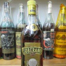 Coleccionismo de vinos y licores: ANTIGUA BOTELLA BRANDY COÑAC, SOBERANO SOLERA RESERVA. Lote 119549083