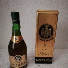 Coleccionismo de vinos y licores: BRANDY NAPOLEON 12 ELABORADO EN ESPAÑA. Lote 119632407