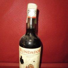 Coleccionismo de vinos y licores: MAGNIFICA BOTELLA ANTIGUA,BRANDY FUNDADOR,BOTELLA PRECINTADA SELLO 4 PESETAS. Lote 121347487
