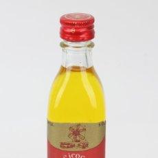 Coleccionismo de vinos y licores: BOTELLÍN / BOTELLA MINIATURA - LICOR 5-5 CINC-CINC/XORIGUER, MAHÓN MENORCA -DESTILERIA M. PONS JUSTO. Lote 121352412