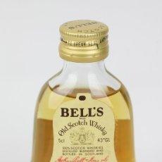 Coleccionismo de vinos y licores: BOTELLÍN / BOTELLA MINIATURA - WHISKY BELL'S SCOTH WHISKY / EXTRA ESPECIAL, SCOTLAND. Lote 121353426