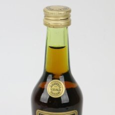 Coleccionismo de vinos y licores: BOTELLÍN / BOTELLA MINIATURA - COÑAC MARTELL MEDAILLON - V.S.O.P - FRANCIA. Lote 121354583