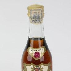 Coleccionismo de vinos y licores: BOTELLÍN / BOTELLA MINIATURA - BRANDY BARÇA - VILAFRANCA DEL PENEDES - SELLO 1 PTA. Lote 121354751