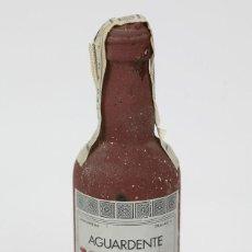 Coleccionismo de vinos y licores: BOTELLÍN / BOTELLA MINIATURA - AGUARDENTE MEDRONHO - ANTONIO FIRMINO - LAGOA, PORTUGAL. Lote 121355275