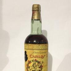 Coleccionismo de vinos y licores: ANTIGUA BOTELLA DE BRANDY CARLOS I DOBLE ETIQUETA PRECINTADA - PRECINTÓ OCHENTA CÉNTIMOS. Lote 121716779