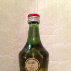 Coleccionismo de vinos y licores: BOTELLIN BENEDICTINE SIN ABRIR CON TIMBRE DE 1 PESETA. Lote 122015459