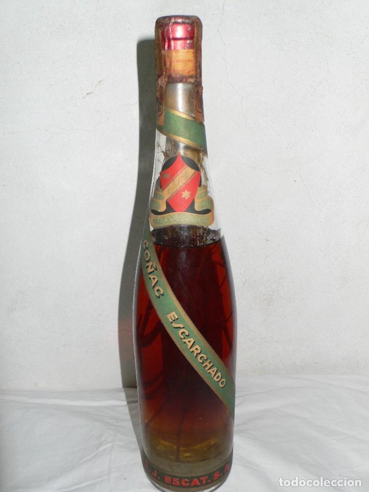 ANTIGUA BOTELLA DE BRANDY (COÑAC) ESCARCHADO E.J.ESCAT (Coleccionismo - Botellas y Bebidas - Vinos, Licores y Aguardientes)