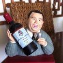 Coleccionismo de vinos y licores: FIGURA BOTELLA DE VINO MARTINEZ LACUESTA. BODEGA DE RIOJA. MASCOTA PUBLICITARIA.. Lote 115628279