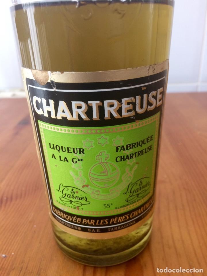 CHARTREUSE BOTELLA, TARRAGONA VERDE, CASI LLENA (Coleccionismo - Botellas y Bebidas - Vinos, Licores y Aguardientes)