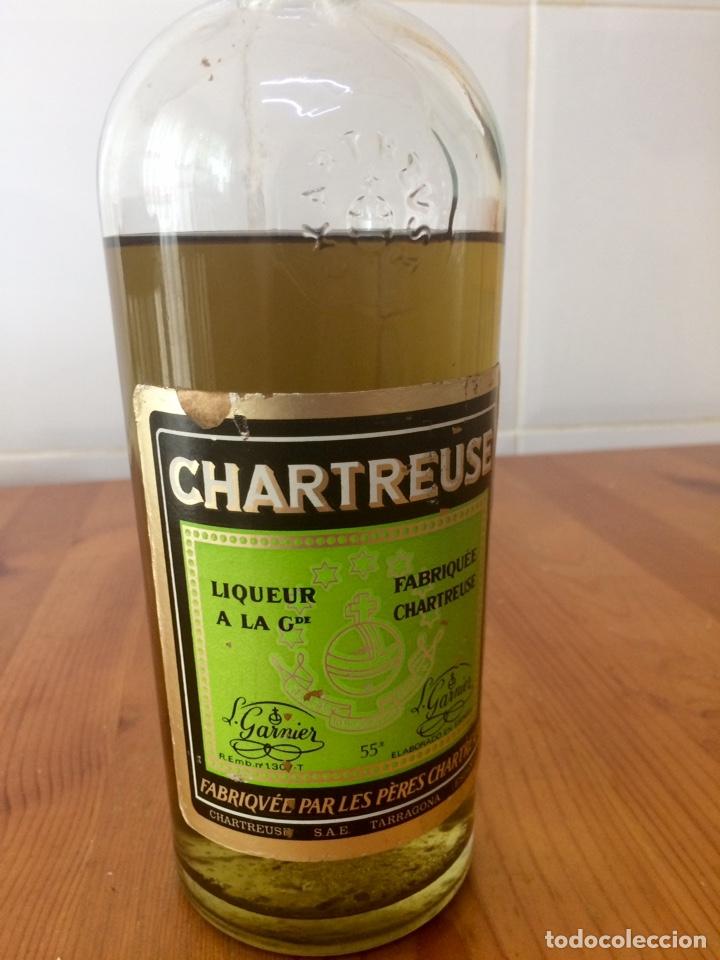 Coleccionismo de vinos y licores: Chartreuse botella, Tarragona verde, casi llena - Foto 3 - 122190939