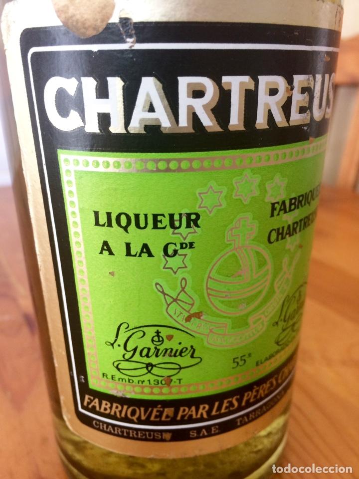 Coleccionismo de vinos y licores: Chartreuse botella, Tarragona verde, casi llena - Foto 6 - 122190939