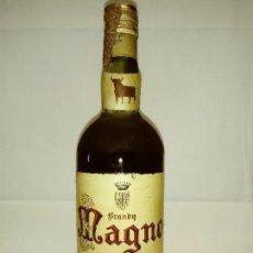 Coleccionismo de vinos y licores: ANTIGUA BOTELLA DE BRANDY MAGNO DE OSBORNE. Lote 124063583