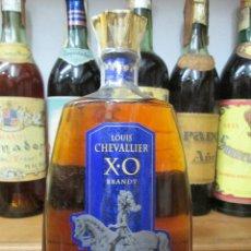 Coleccionismo de vinos y licores: ANTIGUA BOTELLA BRANDY COÑAC, LOUIS CHEVALLIER X.O. FRANCIA. Lote 124284131