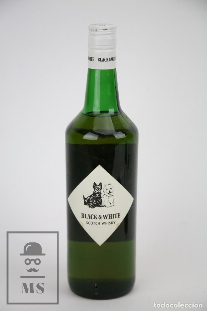 Coleccionismo de vinos y licores: Botella de Whisky - Black & White. Blended Scotch Whisky - 75 cl. - Precintada - Año 1973 - #JSW - Foto 3 - 124597275