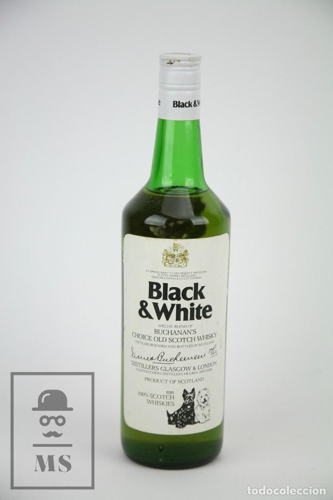 BOTELLA DE WHISKY - BLACK & WHITE. BLENDED SCOTCH WHISKY - 75 CL. - PRECINTADA - AÑO 1978 - #JSW (Coleccionismo - Botellas y Bebidas - Vinos, Licores y Aguardientes)