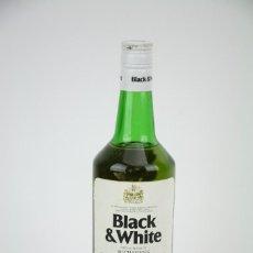 Coleccionismo de vinos y licores: BOTELLA DE WHISKY - BLACK & WHITE. BLENDED SCOTCH WHISKY - 75 CL. - PRECINTADA - AÑO 1978 - #JSW. Lote 124597415