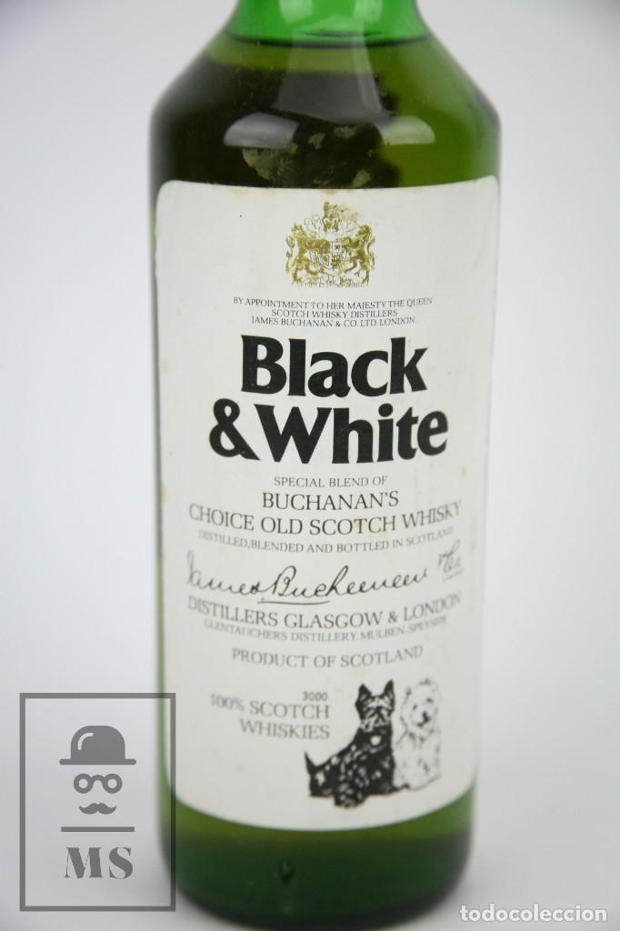 Coleccionismo de vinos y licores: Botella de Whisky - Black & White. Blended Scotch Whisky - 75 cl. - Precintada - Año 1978 - #JSW - Foto 2 - 124597415