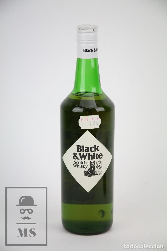 Coleccionismo de vinos y licores: Botella de Whisky - Black & White. Blended Scotch Whisky - 75 cl. - Precintada - Año 1978 - #JSW - Foto 3 - 124597415