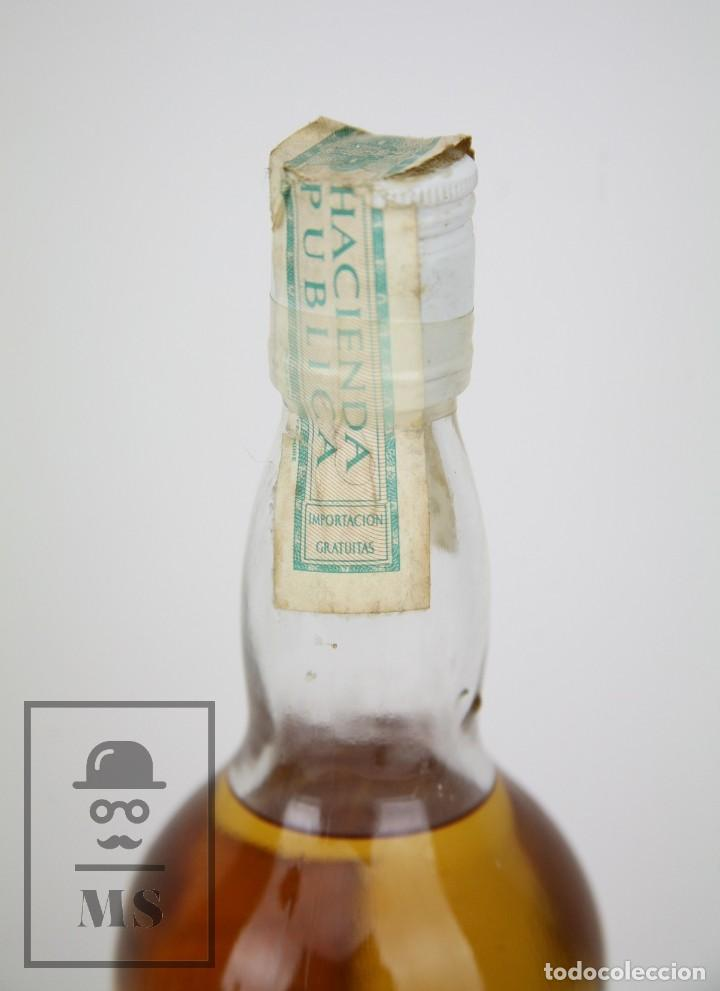 Coleccionismo de vinos y licores: Botella de Whisky Precintada - Old Tavern, 43º, 75 cl. Blended Scotch Whisky - Año 1968 - #JSW - Foto 3 - 124711679