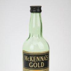 Coleccionismo de vinos y licores: BOTELLA DE WHISKY PRECINTADA - MCKENNA'S GOLD. BLENDED SCOTCH WHISKY - MAC TULLOCH, AÑO 1975 - #JSW. Lote 124714223