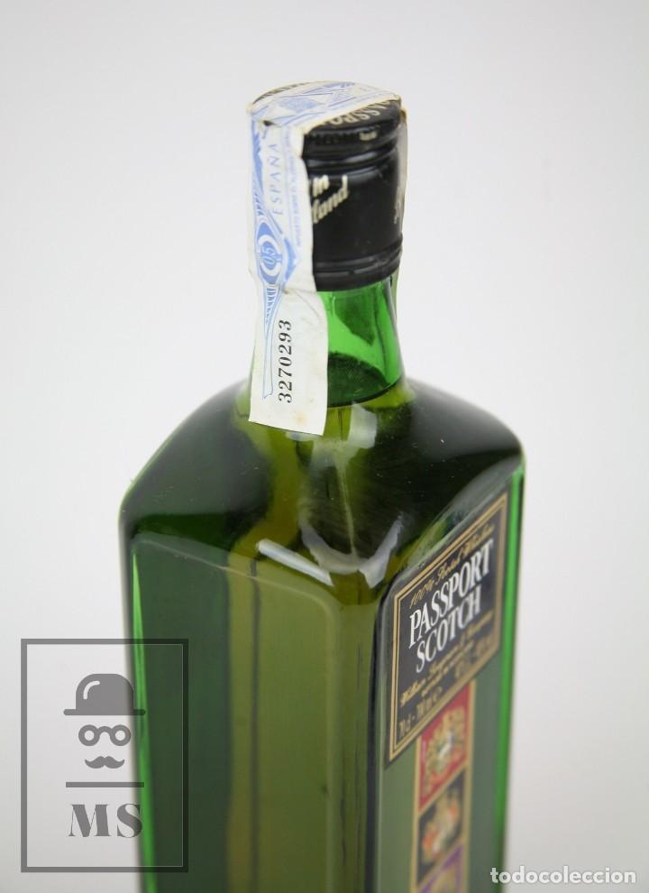 Coleccionismo de vinos y licores: Botella de Whisky Precintada - Passport Scotch, 40º, 70 cl. Blended Scotch Whisky - Año 1999 - #JSW - Foto 2 - 124719871