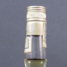Coleccionismo de vinos y licores: BOTELLA LICOR CHARTREUSE ETIQUETA AMARILLA L GARNIER TARAGONA PRECINTO 8 PESETAS SIN ABRIR. Lote 125409651