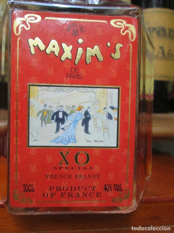 Coleccionismo de vinos y licores: ANTIGUA BOTELLA BRANDY COÑAC MAXIMS X.O. ESPECIAL PARIS. - Foto 2 - 125823939