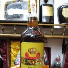 Coleccionismo de vinos y licores: ANTIGUA BOTELLA BRANDY COÑAC, ALFONSO I EL CONQUISTADOR SOLERA. Lote 127645327