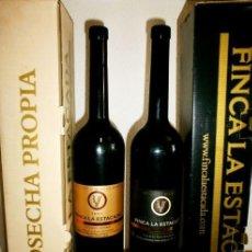 Coleccionismo de vinos y licores: LOTE DE 2 BOTELLAS DE 1'5 L FINCA LA ESTACADA 12 MESES Y VARIETAL 2001 . Lote 127734803