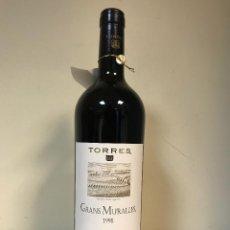 Coleccionismo de vinos y licores: VINO - TORRES GRANS MURALLES, CONCA DE BARBERA, 1998. Lote 127915011