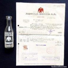 Coleccionismo de vinos y licores: LOTE DE BOTELLA BOTELLIN Y FACTURA VERMOUTH AGUILA ROSSA. VILLAFRANCA DEL PANADÉS BARCELONA 1946. Lote 128575159