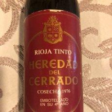 Coleccionismo de vinos y licores: BOTELLA DE VINO TINTO. HEREDAD DEL CERRADO. AÑO 1976. Lote 128651376