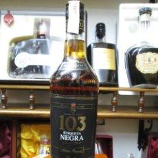Coleccionismo de vinos y licores: ANTIGUA BOTELLA BRANDY COÑAC, 103 ETIQUETA NEGRA SOLERA RESERVA DE OSBORNE. Lote 129019735