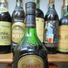 Coleccionismo de vinos y licores: ANTIGUA BOTELLA BRANDY COÑAC,CARLOS I SOLERA GRAN RESERVA DE PEDRO DOMECG. Lote 130561522