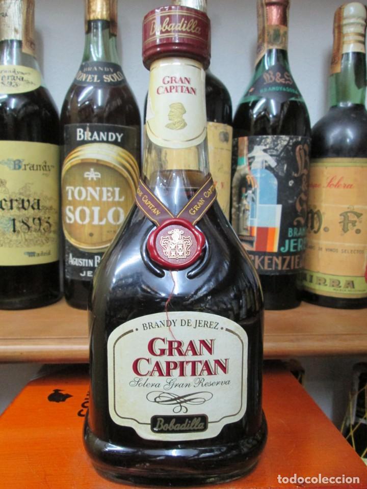 ANTIGUA BOTELLA BRANDY COÑAC, GRAN CAPITAN SOLERA GRAN RESERVA , DE BOBADILLA (Coleccionismo - Botellas y Bebidas - Vinos, Licores y Aguardientes)