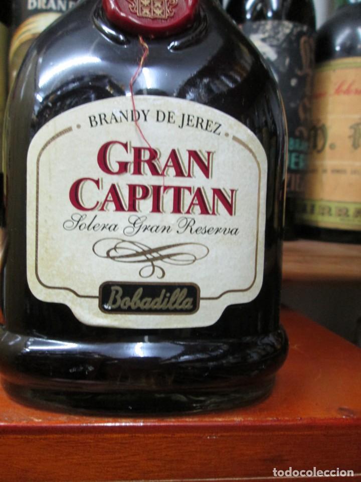 Coleccionismo de vinos y licores: ANTIGUA BOTELLA BRANDY COÑAC, GRAN CAPITAN SOLERA GRAN RESERVA , DE BOBADILLA - Foto 2 - 130561878