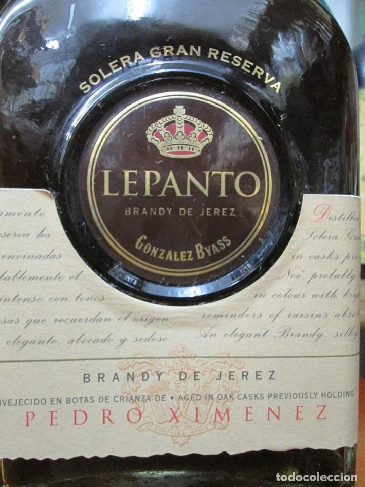 Coleccionismo de vinos y licores: ANTIGUA BOTELLA BRANDY COÑAC, LEPANTO P.X. DE GONZALEZ BYASS - Foto 2 - 130562462