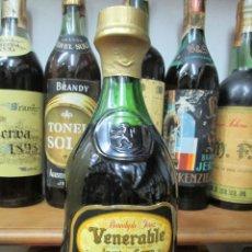 Coleccionismo de vinos y licores: ANTIGUA BOTELLA BRANDY COÑAC, VENERABLE, SOLERA GRAN RESERVA, DE JOSE DE SOTO. Lote 130563618