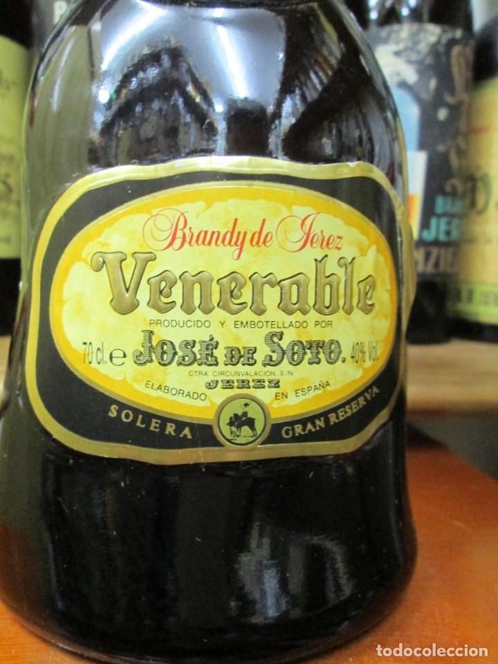 Coleccionismo de vinos y licores: ANTIGUA BOTELLA BRANDY COÑAC, VENERABLE, SOLERA GRAN RESERVA, DE JOSE DE SOTO - Foto 2 - 130563618