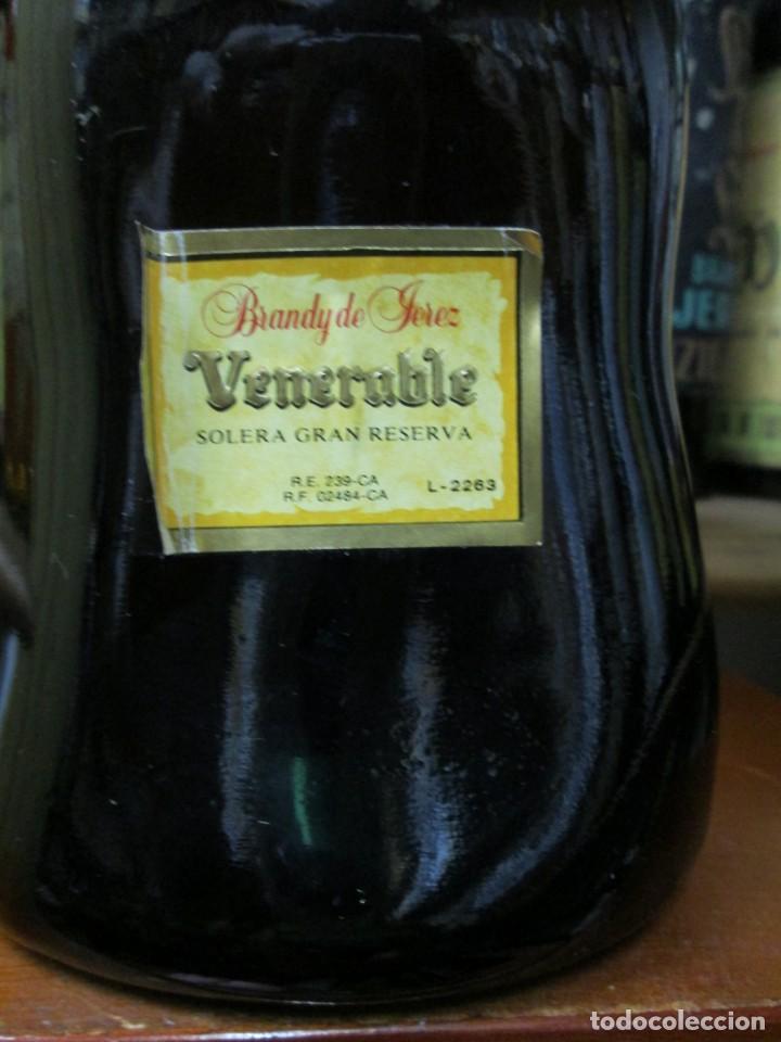 Coleccionismo de vinos y licores: ANTIGUA BOTELLA BRANDY COÑAC, VENERABLE, SOLERA GRAN RESERVA, DE JOSE DE SOTO - Foto 3 - 130563618