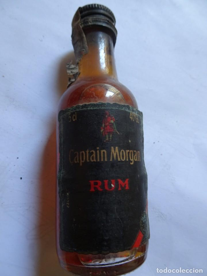ANTIGUO BOTELLÍN DE RON CAPTAIN MORGAN , VER FOTOS (Coleccionismo - Botellas y Bebidas - Vinos, Licores y Aguardientes)