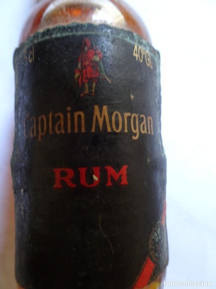 Coleccionismo de vinos y licores: ANTIGUO BOTELLÍN DE RON CAPTAIN MORGAN , VER FOTOS - Foto 2 - 131995442