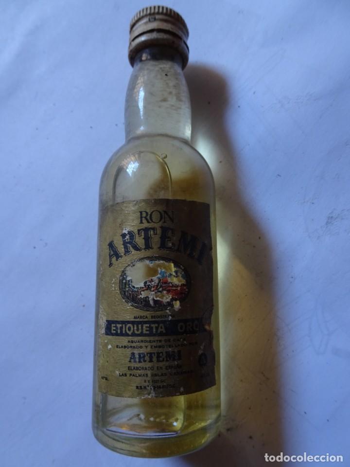 ANTIGUO BOTELLÍN DE RON ARTEMI ETIQUETA ORO, VER FOTOS (Coleccionismo - Botellas y Bebidas - Vinos, Licores y Aguardientes)
