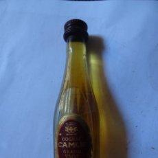 Coleccionismo de vinos y licores: ANTIGUO BOTELLÍN DE COGNAC FRANCES CAMUS, VER FOTOS. Lote 131996846