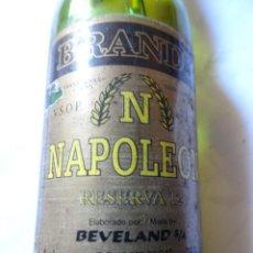 Coleccionismo de vinos y licores: ANTIGUO BOTELLÍN DE BRANDY NAPOLEON, VER FOTOS. Lote 131998310