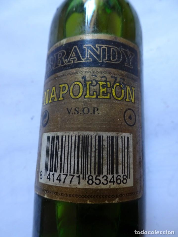 Coleccionismo de vinos y licores: ANTIGUO BOTELLÍN DE BRANDY NAPOLEON, VER FOTOS - Foto 3 - 131998310