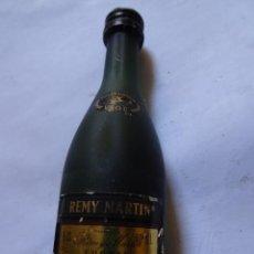 Coleccionismo de vinos y licores: ANTIGUO BOTELLÍN DE FINE CHAMPAGNE COGNAC, REMY MARTIN, VER FOTOS. Lote 131998542
