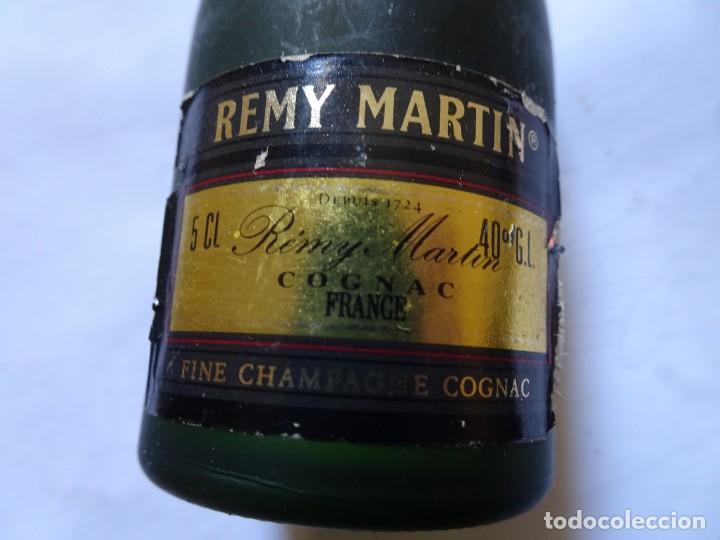 Coleccionismo de vinos y licores: ANTIGUO BOTELLÍN DE FINE CHAMPAGNE COGNAC, REMY MARTIN, VER FOTOS - Foto 2 - 131998542