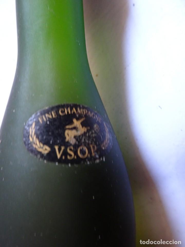 Coleccionismo de vinos y licores: ANTIGUO BOTELLÍN DE FINE CHAMPAGNE COGNAC, REMY MARTIN, VER FOTOS - Foto 3 - 131998542