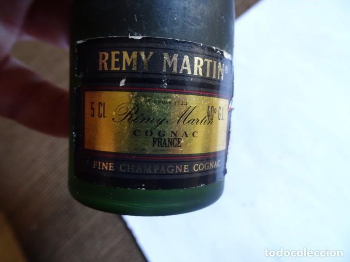 Coleccionismo de vinos y licores: ANTIGUO BOTELLÍN DE FINE CHAMPAGNE COGNAC, REMY MARTIN, VER FOTOS - Foto 4 - 131998542